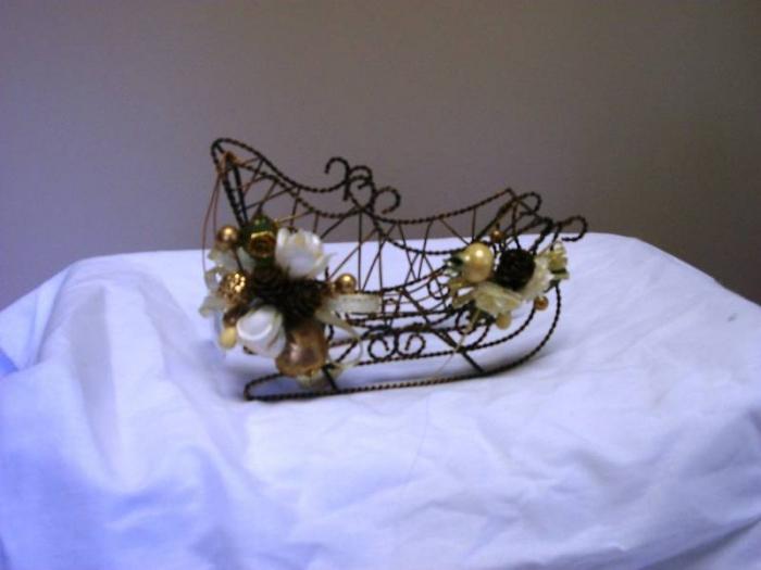 Santa Sleighs (48 sleighs/case) - $72